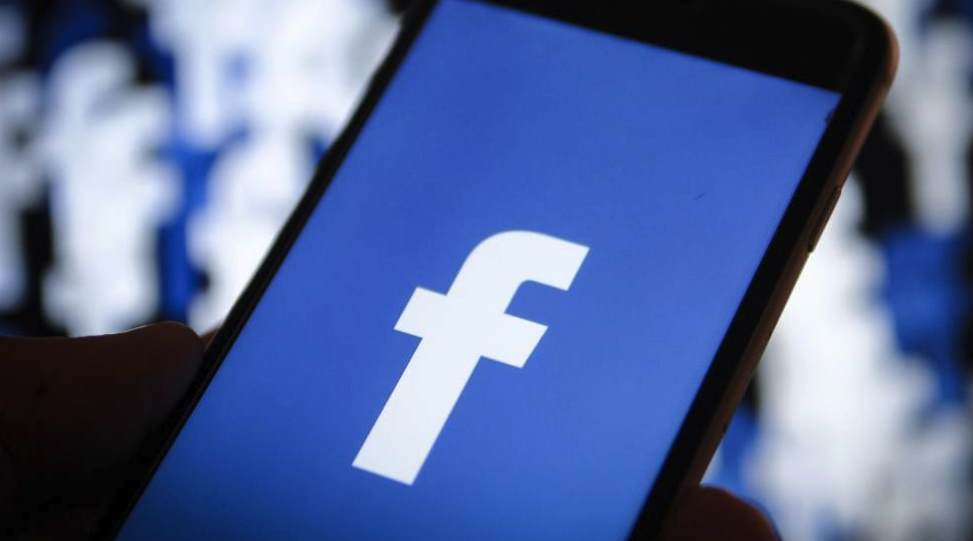 Предустановка Facebook на смартфоны Huawei приостановлена