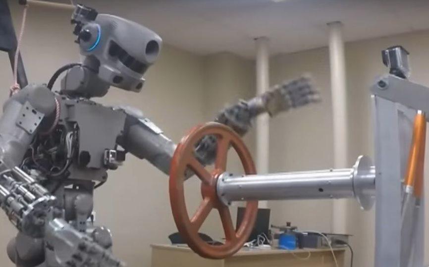 Робот Федор готовится к полету в космос