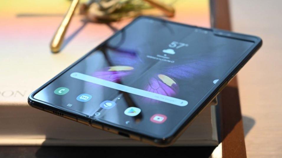 Дефект экрана складного телефона