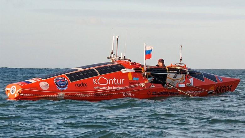 Фёдор Конюхов на борту гребной лодки