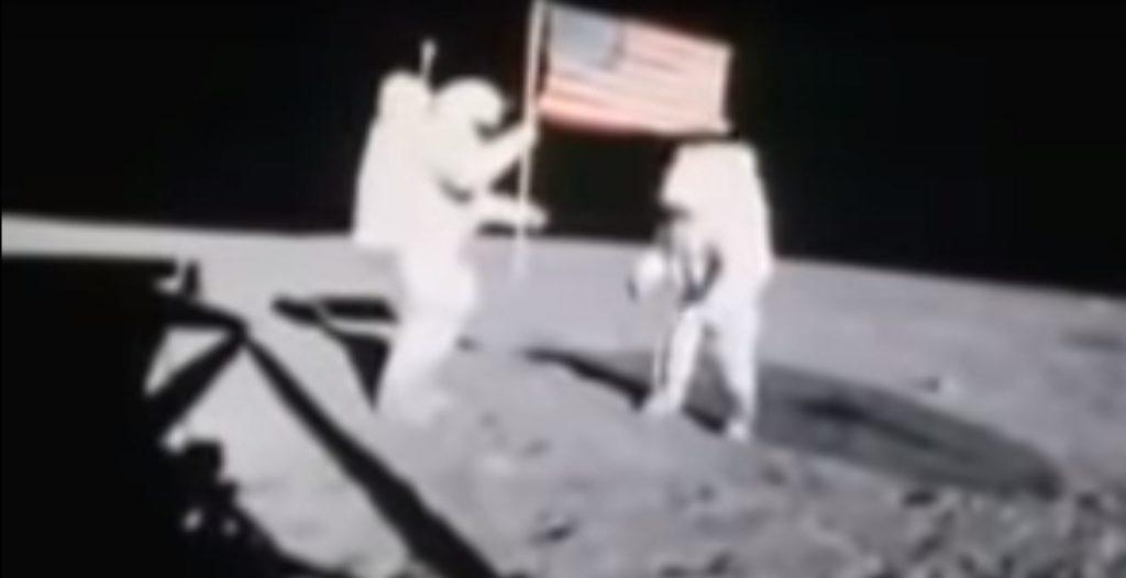 Запись водружения флага на Луне