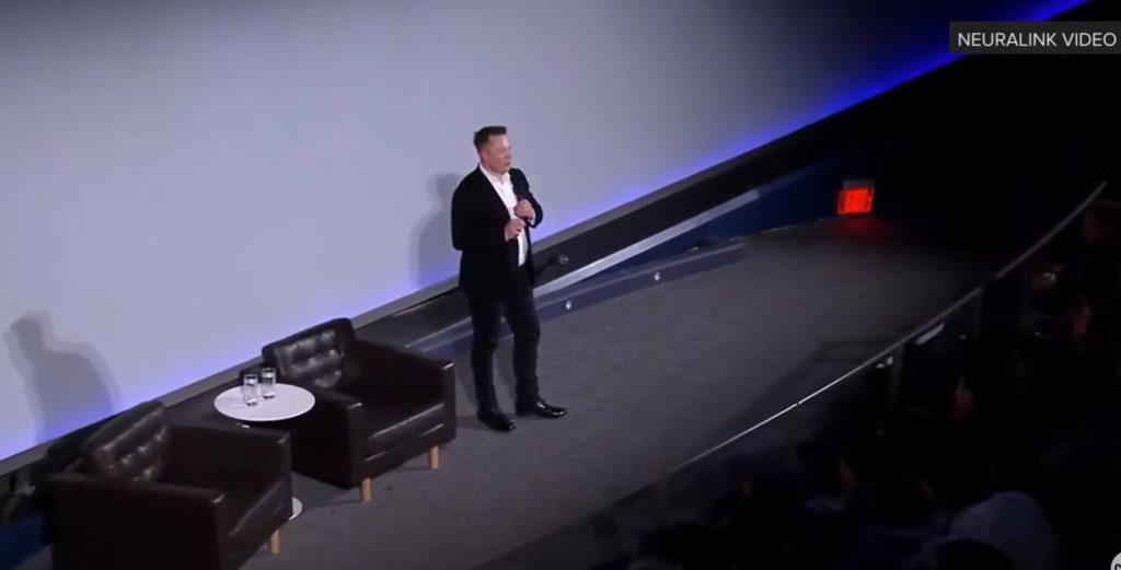 Илон Маск представляет достижения компании Neuralink