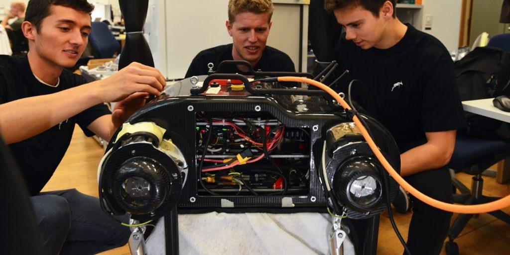 команда нового робота SpaceBok